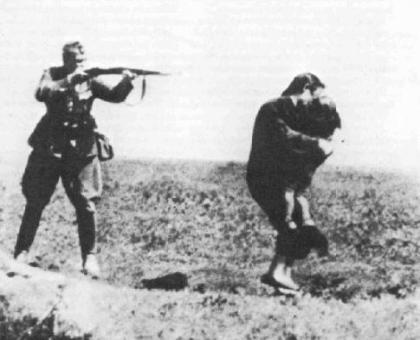 Nazisoldierexecutingmotherandchild-420x340